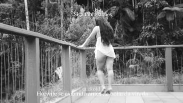 Hotwife se exibindo na varanda e o Corno filmando
