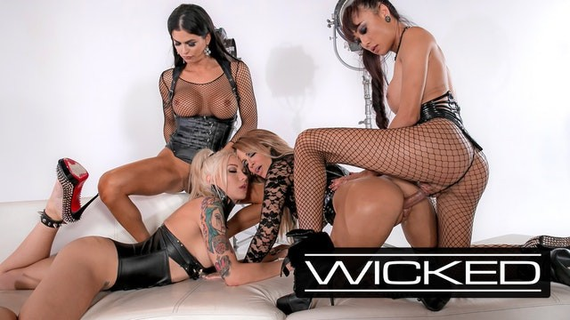 Robert pattinson nude pictures Wickedpictures - jessica drakes orgy with 3 trans superstars