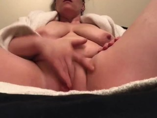 Freshly shaved pussy needed to play