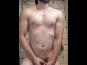 ATHLETIC MALE MASTURBATES TO ORGASM