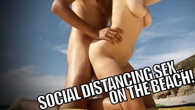 Capri donne isole nude spiaggia - Self isolation sex real couple fuck on deserted beach during coronavirus