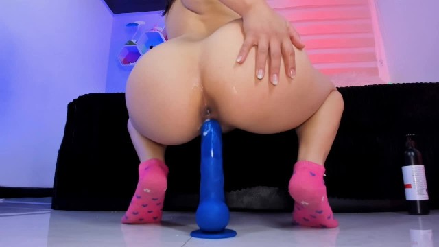Casadas con permiso swinger Lila jordan rides blue dildo with ass