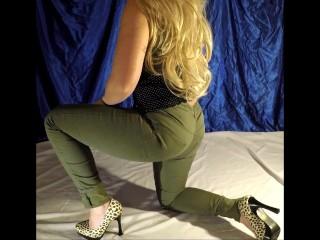 WET PANTIES – blonde pee in jeans – amateur