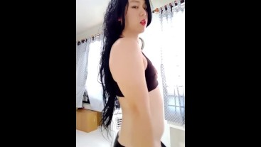 Sexy dancing, shaking my hips and flexing my big muscles! Asian crossdress