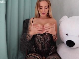 Русская молодая девушка с большой грудью дрочит на карантине