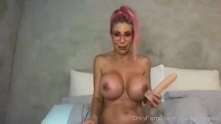A super hot puma swede heats her fans with a live show streamate