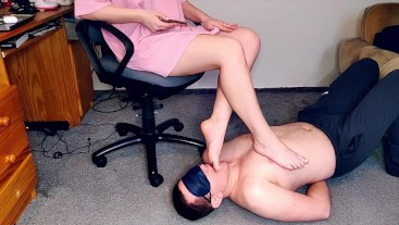 SLAVE LICK FEET MISTRESS FEMDOME FOOT WORSHIP
