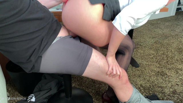 Business lingerie - Sexy female boss uses innocent trainee for dickriding in office