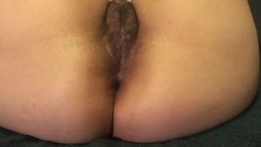 Bubble butt girl cums with anal dildo