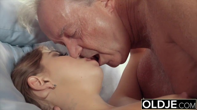 Woman puts on condom Holly fuck grandpa puts his cock inside young pussy
