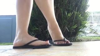 Películas porno calientes - Tici_Feet Ig Tici Pies Tici_Feet Mis Pies Con Uñas Rojas Havaianas Delgado