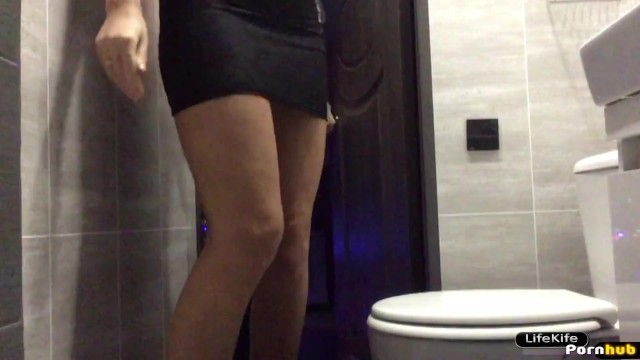 Asian toilett hidden cam - Sex in the toilet night club, hidden camera