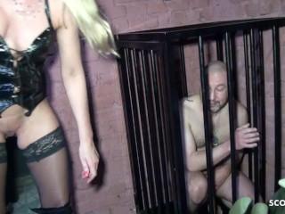Zwei Latex Dominas treiben es mit Sklaven in Dreier Deutsch