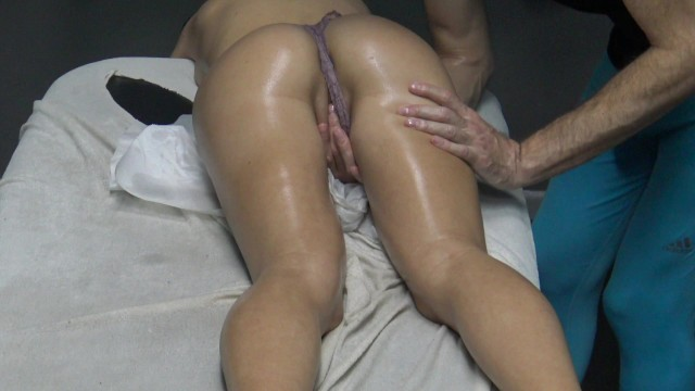 Spank really foolish bet Massage client finally let masseur only to touch her pussy spank her ass