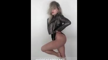 Andrea Garcia -Modelando su Ropa