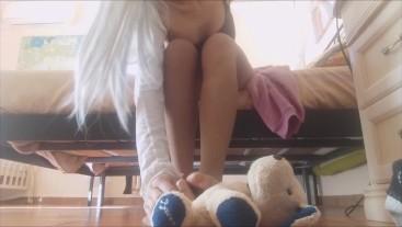 do piacere al cagnolino con i miei splendidi piedini