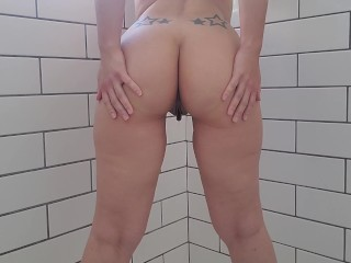 Shaking my ass and pissing while standing