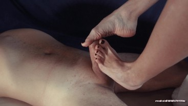 Footjob and handjob of my pretty girlfriend make FANTASTIC cumshot