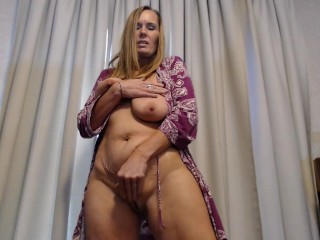 You like mommys FAT MILF pussy?