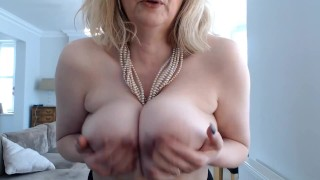 Annabels big titplay with oil