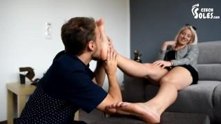 Film porno - Grandi Piedi Nel Negozio Di Scarpe Di Lusso, Parte 2 (Feticismo Del Piede