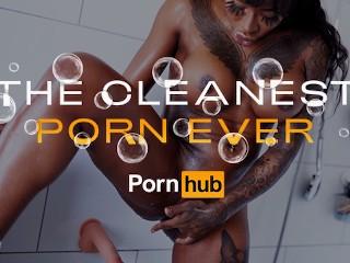 Josy Black a dögös fete pornósztár bemutatja, hogyan...