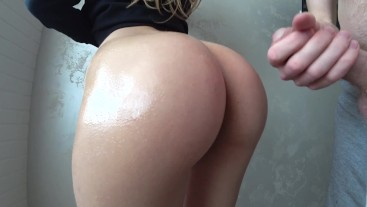 Girl with hot oiled ass want fuck