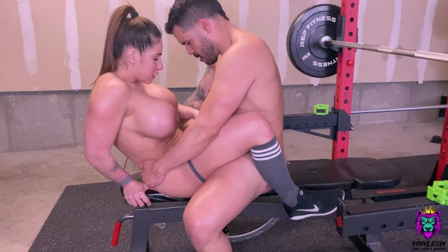 Home movie cumshots - Personal trainer gives an excellent workout to one of his clients from home