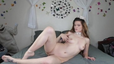 YOU SAVED THE QUEEN!! She Repays With Sexual Pleasure.