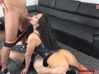 Amateur/latina leckt fetisch aus 3er