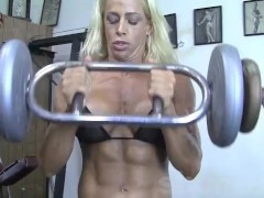 Blonde Muscle MILF shows off her amazing body in the gym