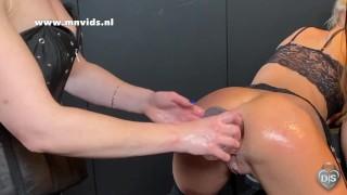 Mistress Noir fucks slavegirl with 2 hands and a dildo at the same time