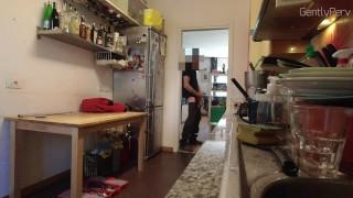 PLUMBER ADVENTURE Pt 1. Casalinga MILF vuole il cazzo dell'idraulico.
