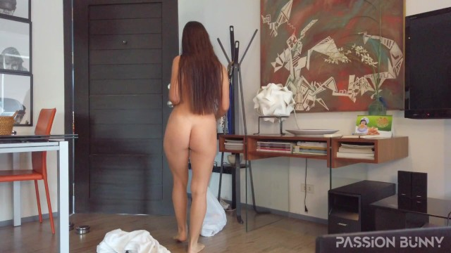 Morning peaches nude - Nude delivery in quarantine time make deliveryman happy