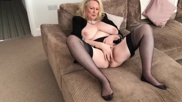Mature alone amateur Annabels plays alone with wet pussy