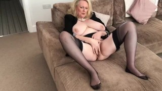 Annabel's plays alone with wet pussy