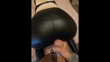 Sexy latex ass,cums on ass and ass worship,cumshot leggings!