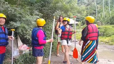 Pussy Flashing at RAFTING Spot among Chinese tourists # Public NO PANTIES