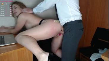 Жестко трахнул секретаршу