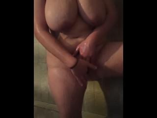 Latina de Grandes Tetas se Masturba en la Ducha PT2