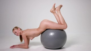 Jane F. s'entraîne nue