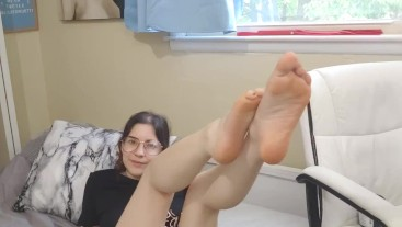 lotioning my feet for you foot joi