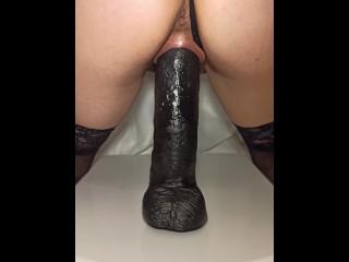 New visitors, new bathroom fuck – 11″ / 27,5 cm – 4K