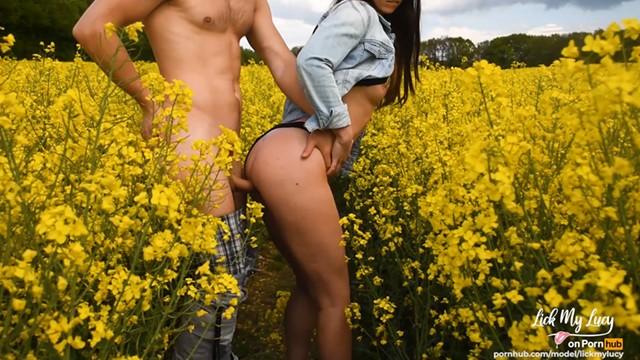 Swinging in the maize field - Spontaneous fuck in field public sex - amateur couple lickmylucy - s2e1