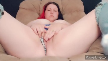 CHUBBY GIRL SHAKES HER ASS AND CUMS DOWN HER ASSHOLE
