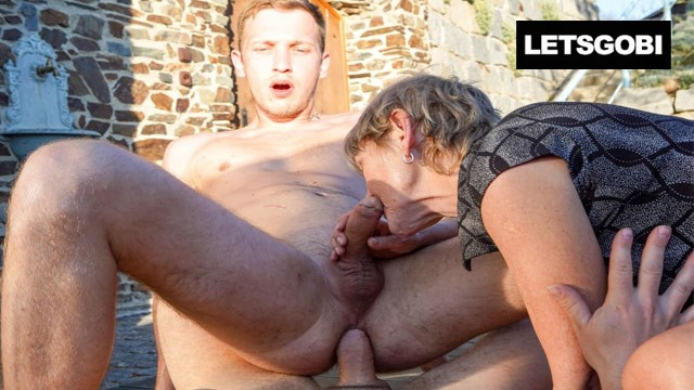 Yooung cocks Granny feels young against two bi cocks