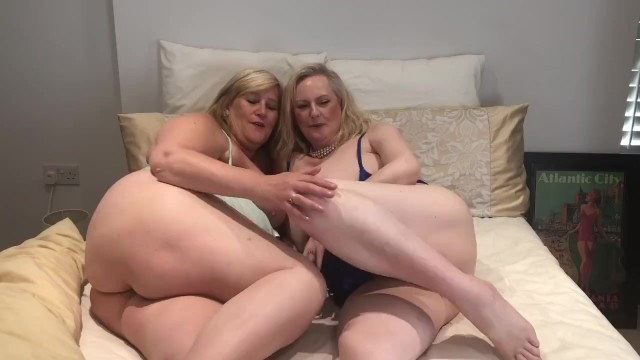 Big busty model tit Anna and cath british busty babes in bed