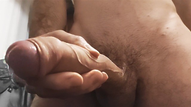 OPSS!! BIG COCK CUMS IN FRONT OF THE CAMERA