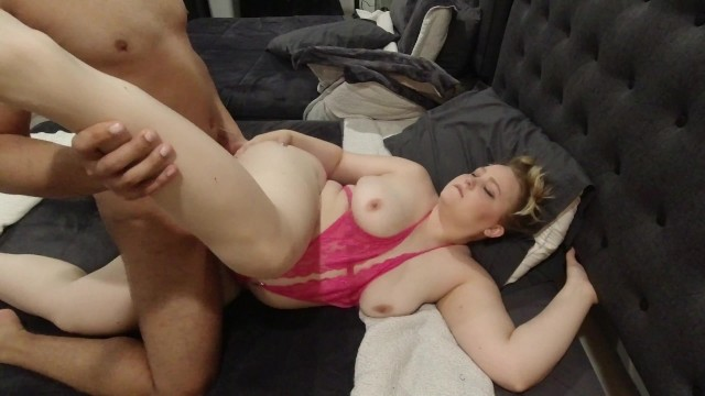 Fucks missionary Thick white girl fucks missionary and gets a facial