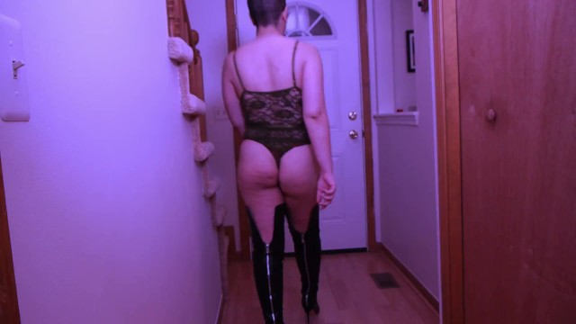 Answered the door naked Pizza dare arabic girl answers door in lingerie